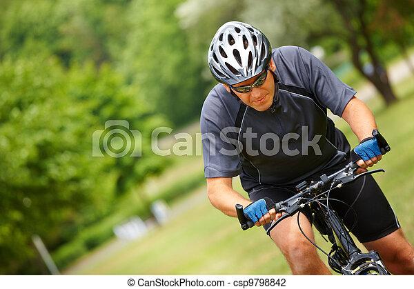 elnyomott bicikli, ember - csp9798842