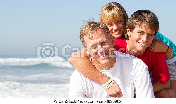 Eine Elternfamilie - csp3636902