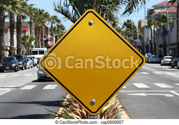 em branco, sinal amarelo - csp0606907