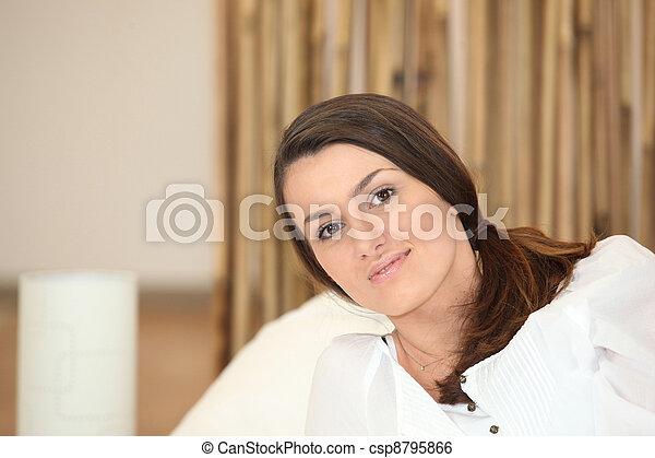 embrulhado, cobertor, mulher, cima - csp8795866