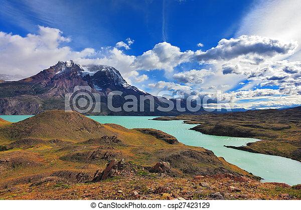 Emerald  Lake Pehoe - csp27423129