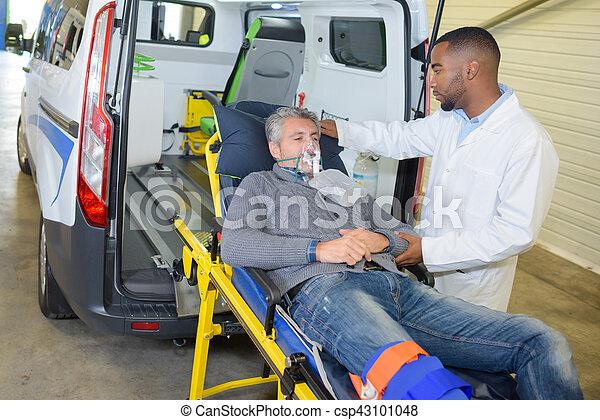 emergency rescue patient - csp43101048