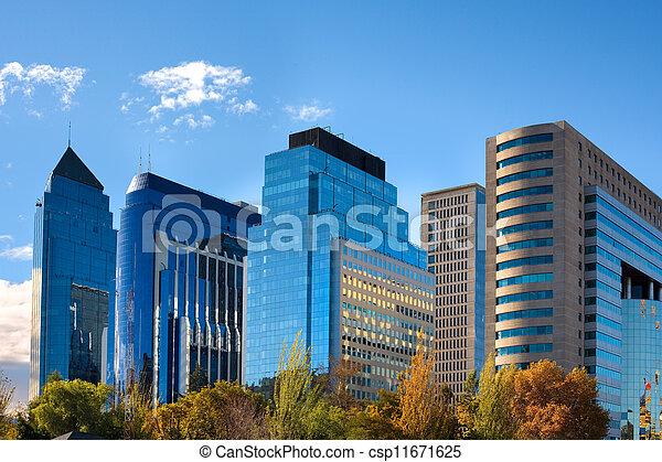 Skyline de Santiago de Chile nuevo y moderno centro comercial - csp11671625