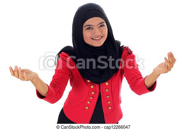 Feliz exitosa mujer musulmana de negocios. Aislado sobre fondo blanco - csp12266047