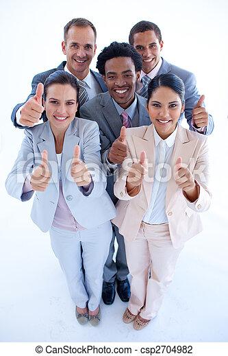 Feliz equipo de negocios multiétnico con pulgares arriba - csp2704982