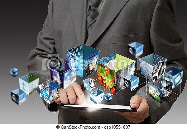 Mano de negocios sosteniendo una computadora de plataforma y imágenes de transmisión en 3D - csp10551807