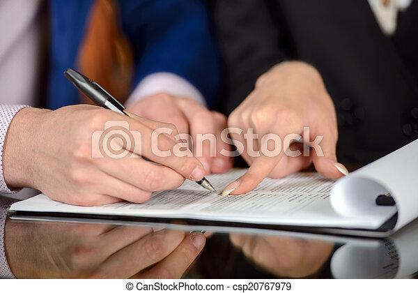 Gente de negocios - csp20767979