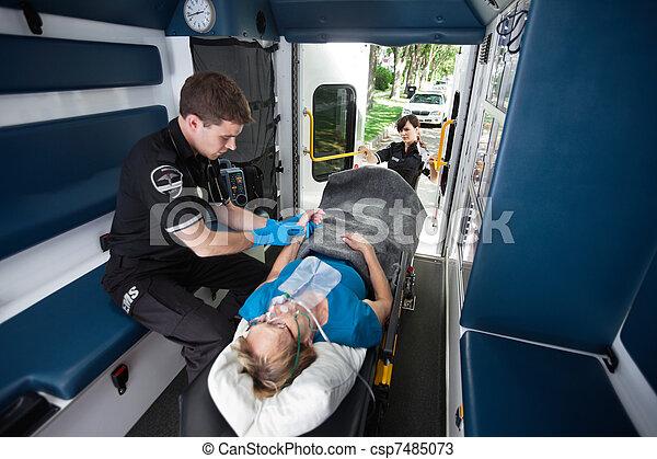 emt, profesional, ambulancia - csp7485073