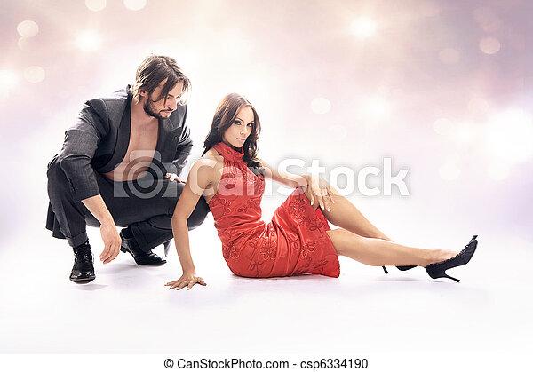 Una foto de estilo glamoroso de pareja atractiva - csp6334190