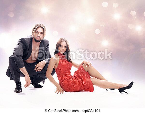 Una foto de estilo glamoroso de pareja atractiva - csp6334191