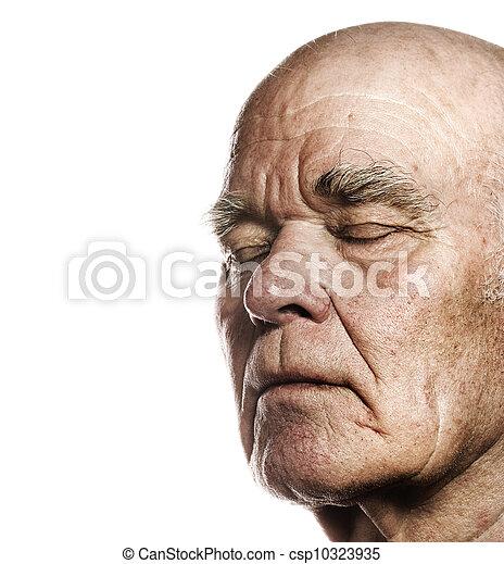 La cara de un hombre mayor sobre un fondo blanco - csp10323935