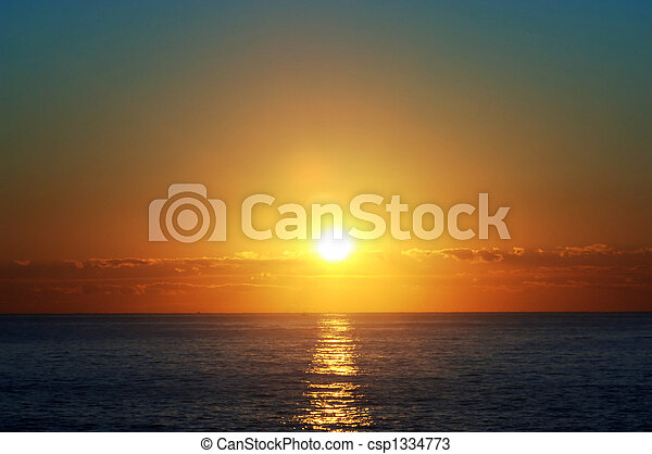 encima, atlántico, salida del sol - csp1334773
