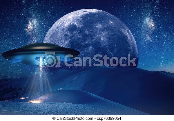 encima, extranjero, cayó, nave espacial, cielo, luna - csp76399054