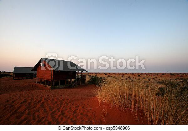 Mañana temprano sobre el desierto de Kalahari, Namibia - csp5348906