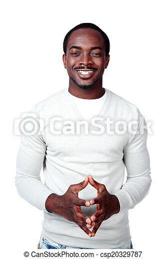 Retrato de un sonriente hombre africano sobre fondo blanco - csp20329787