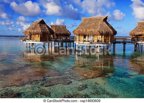 Encima tranquilidad agua casas mar transparente fotograf a de archivo buscar im genes y - Apartamentos sobre el mar zarautz ...