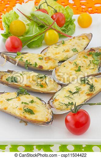 endro, sauce., coloridos, queijo, mexilhões, sob, salada, tomate, fundo, cereja, assado, garnished, creme - csp11504422