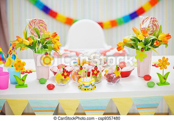 enfants, closeup, fête, table, décoré, célébration - csp9357480