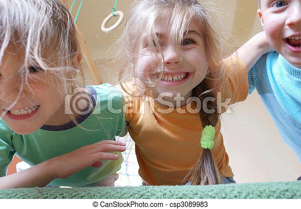 enfants jouer - csp3089983