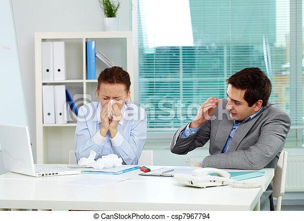 Enfermo en la oficina - csp7967794