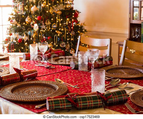 English Christmas Crackers.English Christmas Table With Crackers