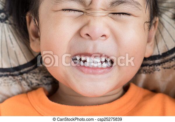 engraçado, toothy, cima, rosto, atuando, fim, crianças - csp25275839