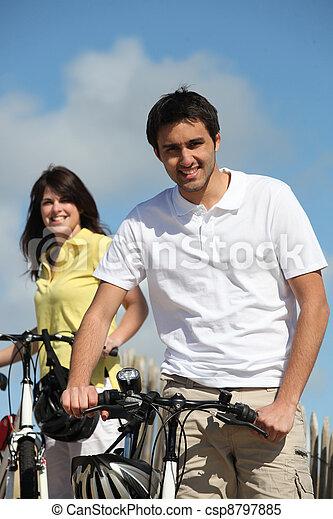 enjoying, пара, велосипед, поездка, вместе - csp8797885