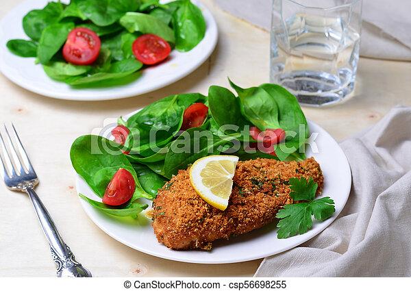 Horneado en migas de pan filete de pollo con ensalada - csp56698255