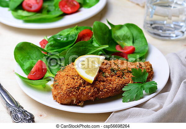 Horneado en migas de pan filete de pollo con ensalada - csp56698264