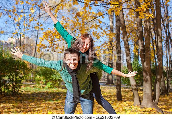 ensoleillé, couple, parc, jeune, automne, diminuez jour - csp21502769