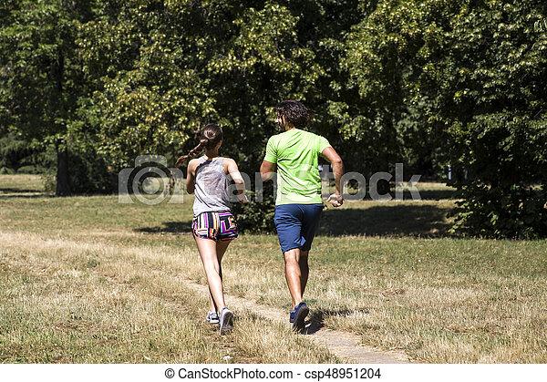 ensoleillé, couple, parc, jeune, courant, jour - csp48951204