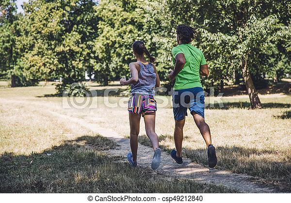 ensoleillé, couple, parc, jeune, courant, jour - csp49212840