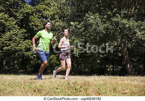 ensoleillé, couple, parc, jeune, courant, jour - csp49248182