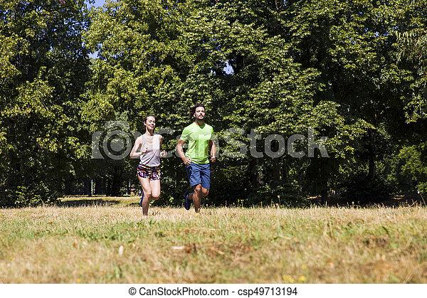 ensoleillé, couple, parc, jeune, courant, jour - csp49713194