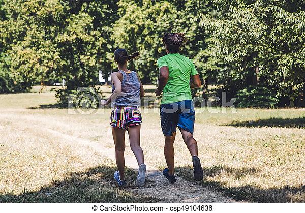 ensoleillé, couple, parc, jeune, courant, jour - csp49104638