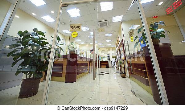 El área de entrada de la oficina con mostrador de recepción, sala de luz - csp9147229
