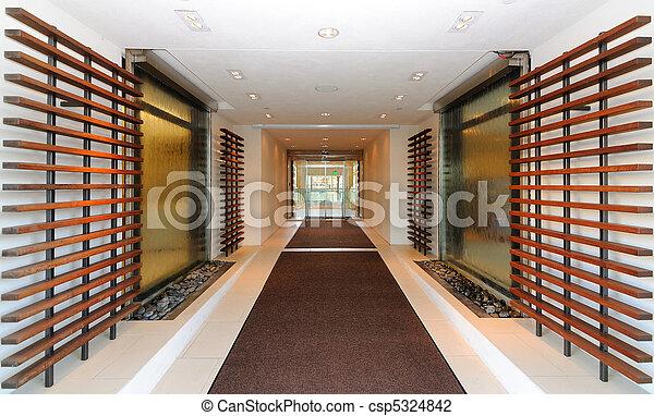 Entrada del hotel - csp5324842
