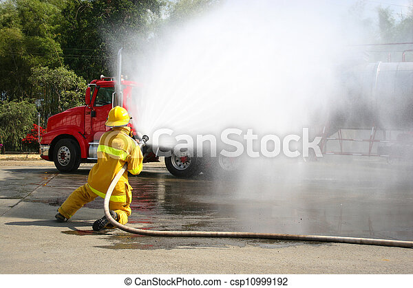 Entrenamiento de bomberos - csp10999192