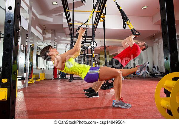 Ejercicios de entrenamiento para mujeres y hombres - csp14049564