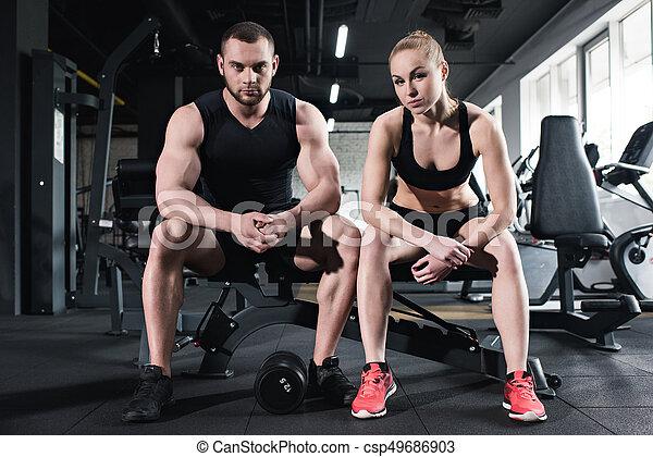 Entrenamiento pareja gimnasio joven atletas cauc sico for Entrenamiento gimnasio