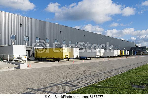 Grand embarcad res caravanes entrep t ext rieur for Exterieur quai