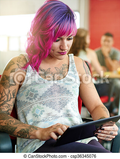 entwerfer, arbeits büro, raum, tablette, nervös, sicher, weibliche , digital, kreativ, rotes  - csp36345076
