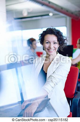 entwerfer, arbeits büro, raum, tablette, kreativ, sicher, weibliche , digital, rotes  - csp35115182