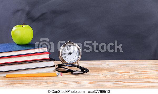 erased, escuela, espalda, objetos, negro, pizarra, frente - csp37769513