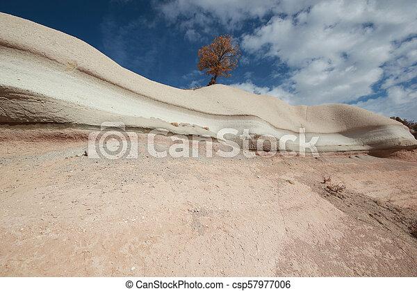 Rocas de erosión de viento - csp57977006