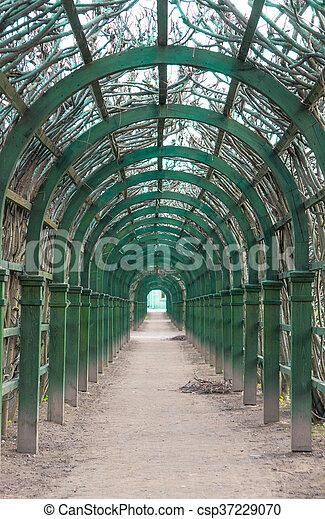 Arcos artificiales escénicos en el parque - csp37229070