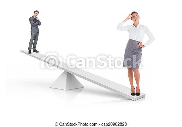 Escamas blancas que pesan empresario y mujer de negocios - csp20902828