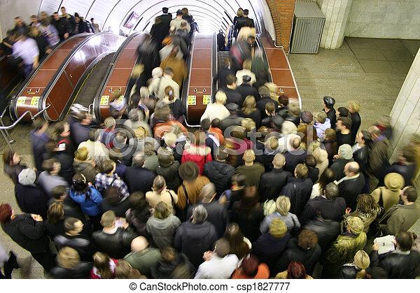 escalator crowd - csp1827777