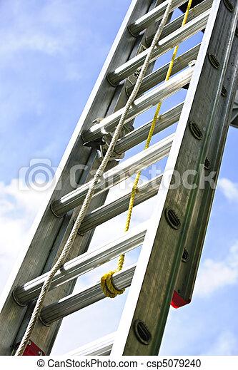 Escalera de construcción - csp5079240