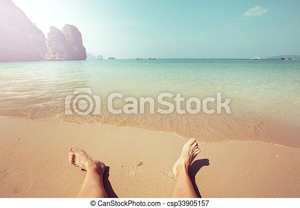 Escena de playa - csp33905157